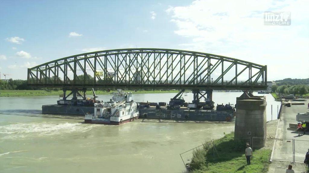 Abbau Eisenbahnbrücke schreitet voran