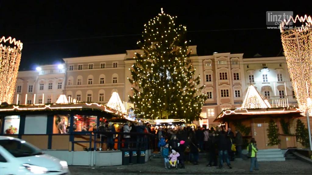 Christbaumübergabe am Hauptplatz